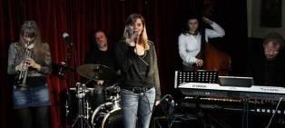 Menno Veenendaal met Babette van Veen, Pheadra Kwant, Saskia Laroo en Jean Louis van Dam in Pandarve Zeist